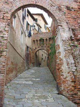 450px-Lari_porta_maremmana